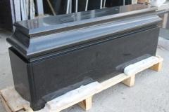 Подставка под стеллу из черного полированного габбро-диабаза Другорецкий