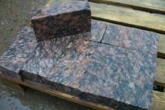 Брусчатка полнопиленая 100х200х50 из гранита Ладожский розовый термообработанная