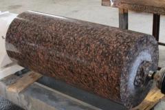 Изготовление полированной колонны из Ладожского розового гранита (завод Петромрамор СПБ)