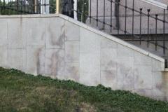 Пример последствий неправильного монтажа гранита Мансуровский